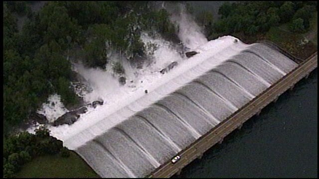 WEB EXTRA: Lake Tenkiller Dam And Spillway From SkyNews6