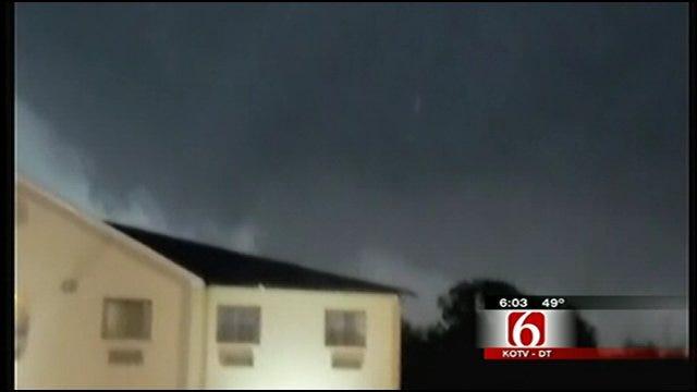 Retired Tulsa Officer Helps Victims As Tornado Rips Through Tushka