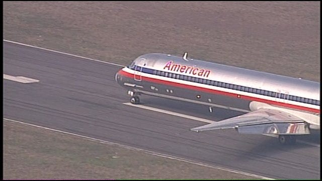 WEB EXTRA: American Airlines MD-80 Lands At Jones Riverside Airport
