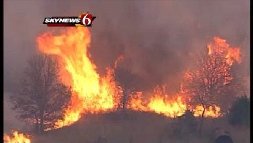 WEB EXTRA: SkyNews6 Flies Over Grassfire Near Kellyville