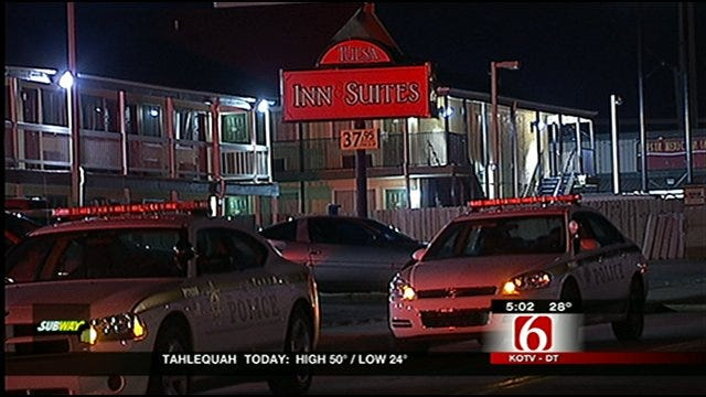 Woman Robs Man, Shoots Him In The Leg At Tulsa Hotel