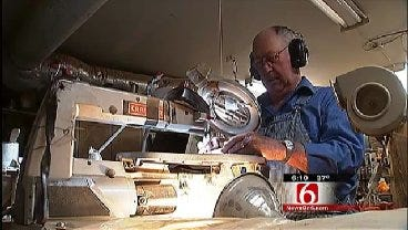 West Tulsa Man Uses Talents For Nameplate Gifts