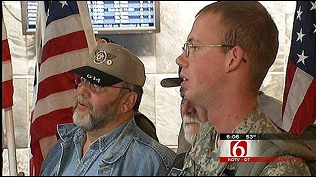 Veterans Welcome Soldiers Home At Tulsa International Airport