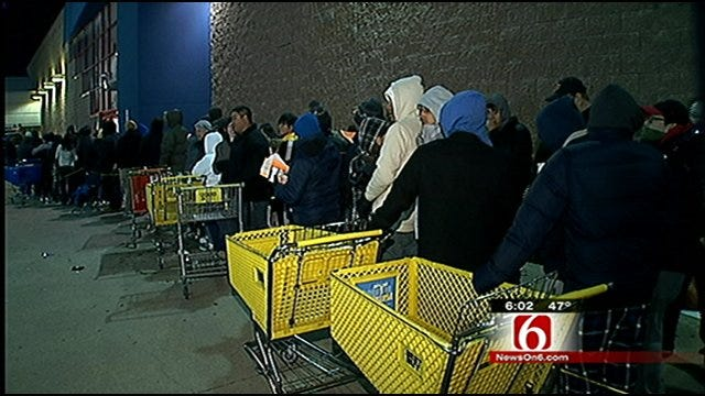Shoppers Brave Frigid Temps For Bargain Deals