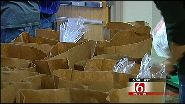 Volunteers Help Hand Out Holiday Meals To Green Country Families