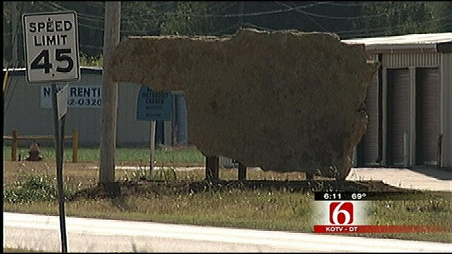 Oklahoma Town Using State-Shaped Welcome Sign