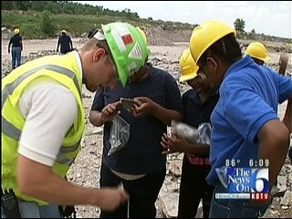 Tulsa Students Take Science Lesson Outside The Classroom
