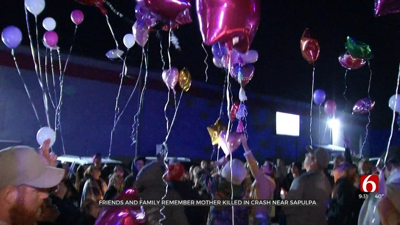 Sapulpa Remember Mother Killed In Car Crash By Releasing Balloons