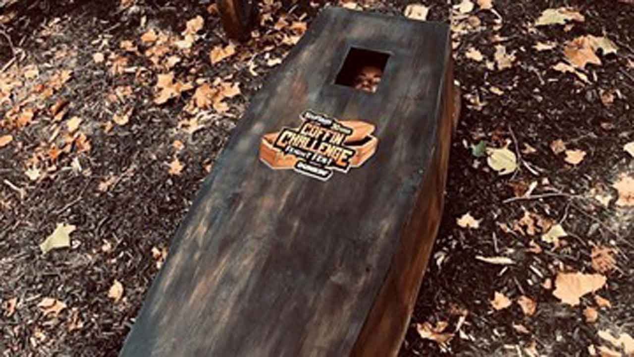 Stay In A Coffin For 30 Hours? Fright Fest Coffin Challenge At Frontier City