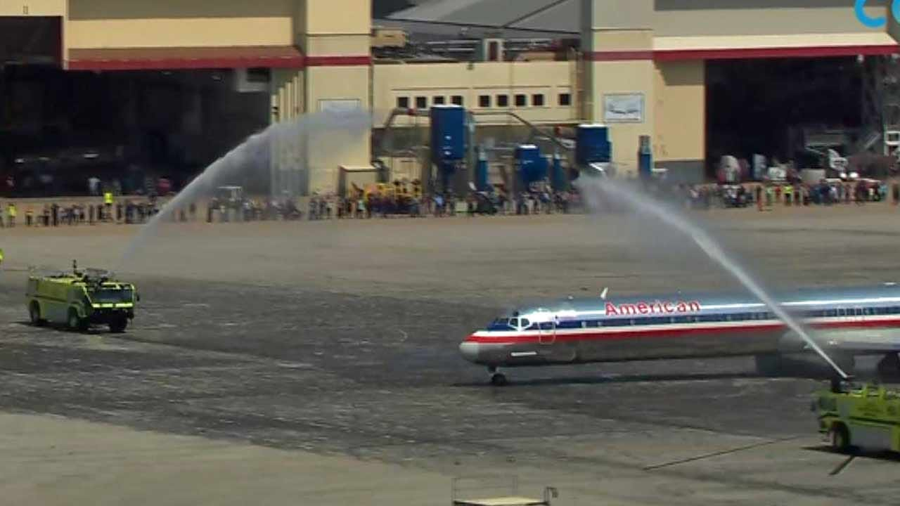 WATCH: American Airlines Retires Last MD-80 Aircraft