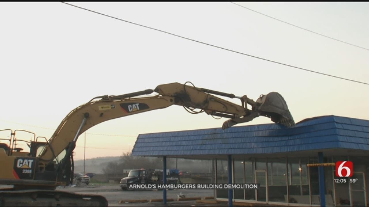 Arnold's Old Fashioned Hamburgers Building Demolished