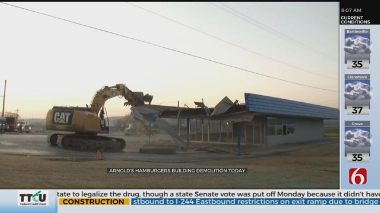 Arnold's Old Fashioned Hamburgers Building Demolished