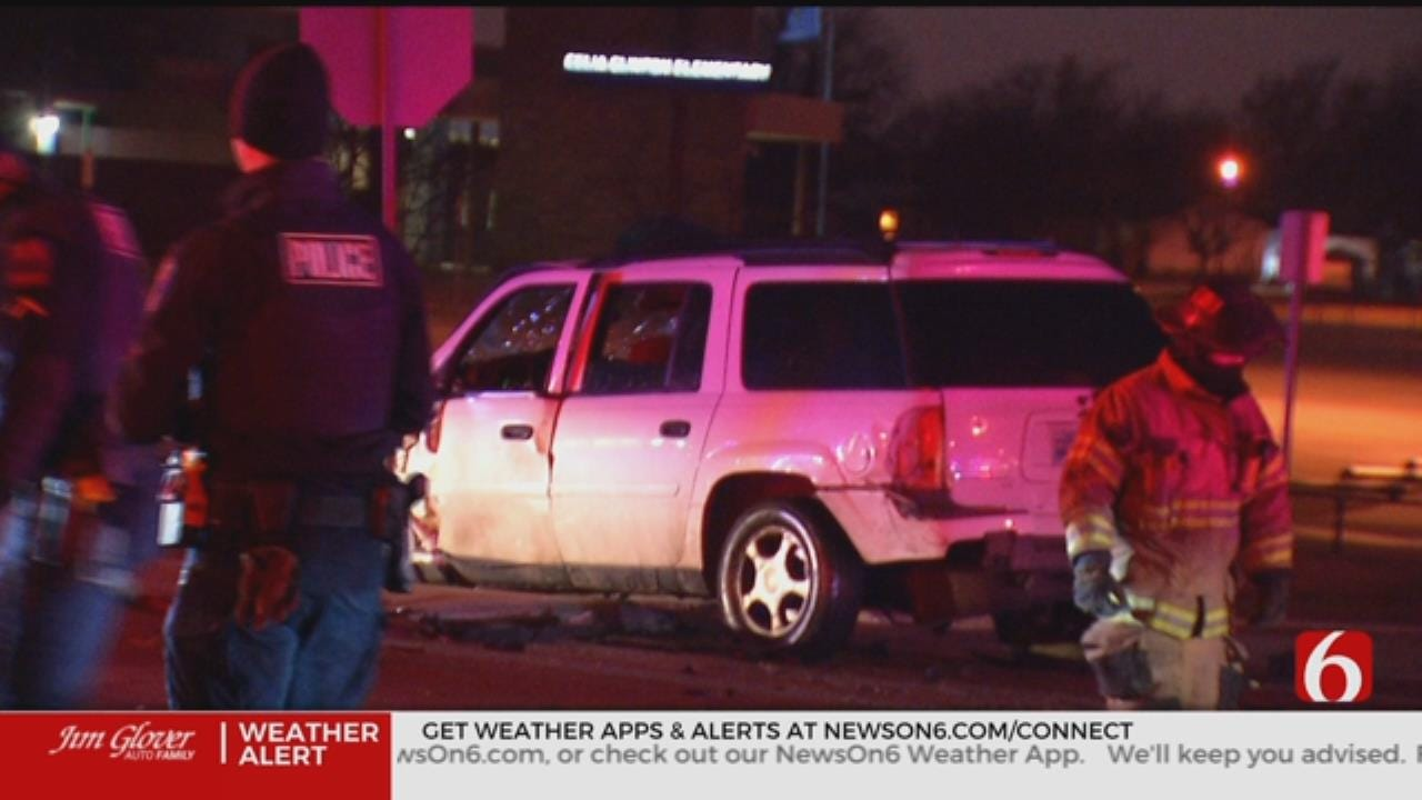Tulsa Police Say 4 People Injured In 3 Vehicle Crash