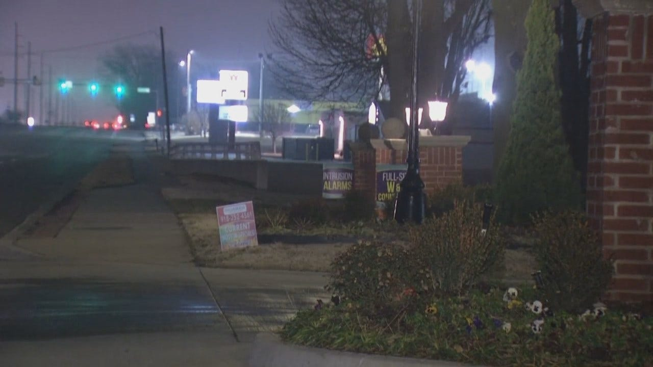 Video From Scene Of Robbery At Tulsa Apartment Complex