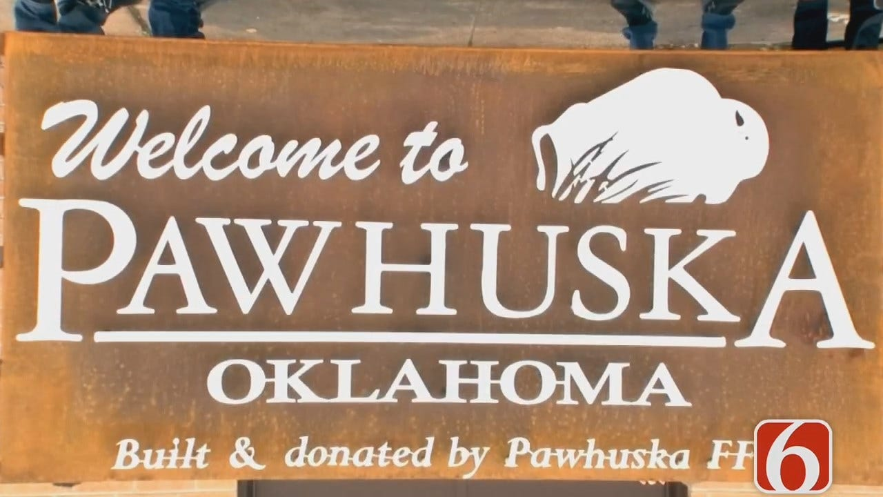 Pawhuska FFA Installing Sign To Welcome Visitors To Town