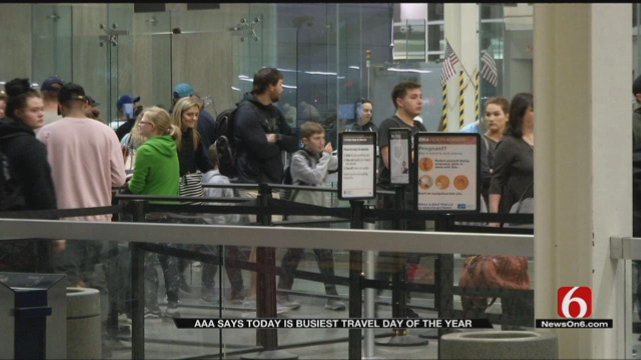 Travelers Dealing With Long Lines At Tulsa International Airport