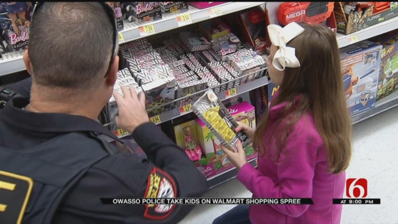 Christmas Comes Early For 20 Owasso Kids Who Shopped With A Cop