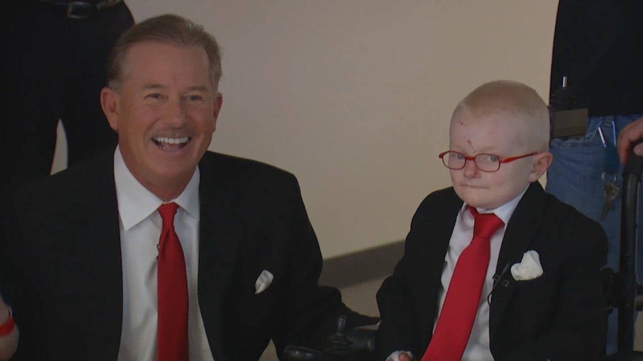 Gunner Gets A Special Day With Idol Travis Meyer