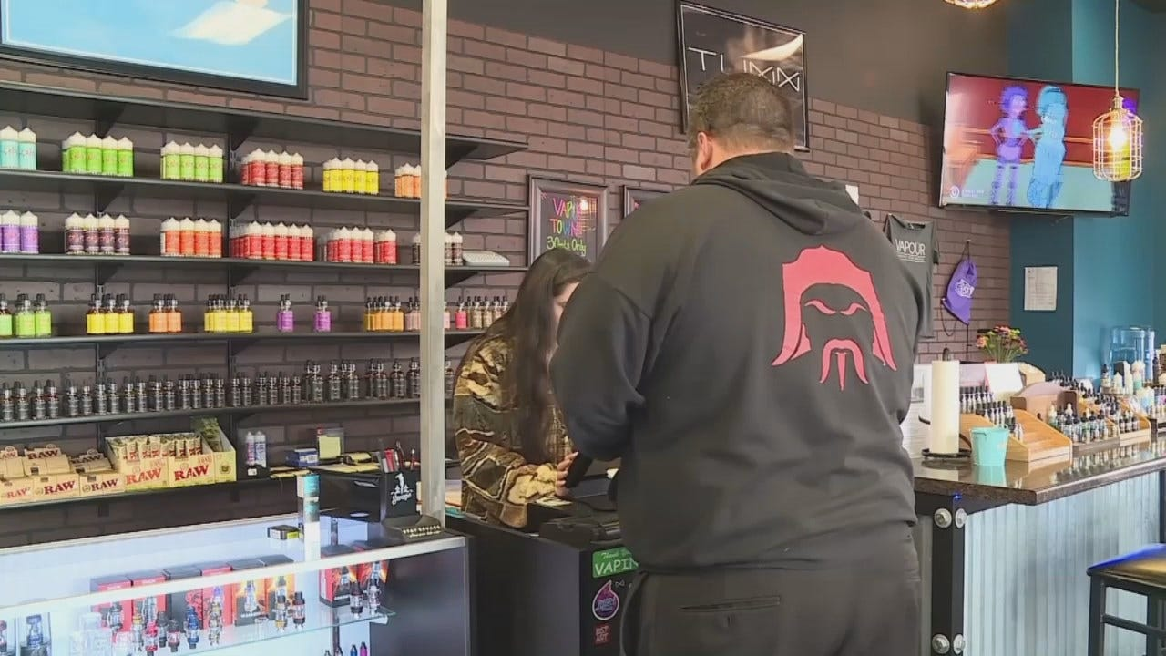 Video Of Vaping Products And People Vaping