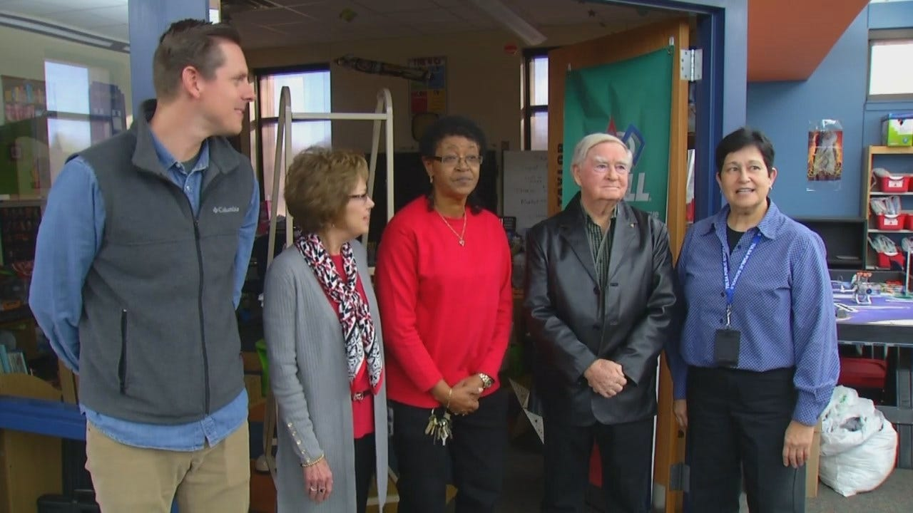 Tulsa Elementary School Honors Retiring Employee