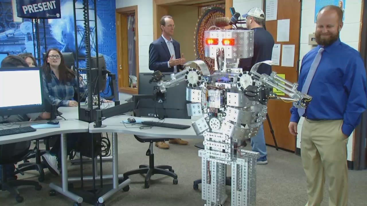 10 vo ROBOT RIBBON CUTTING.transfer.mp4