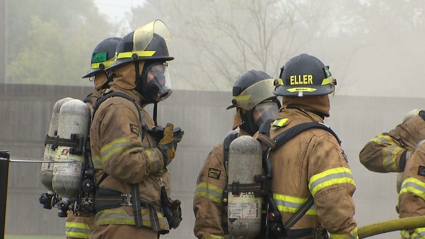 """Four Tulsa Firefighters Pass Challenging """"Smoke Diver"""" Course"""