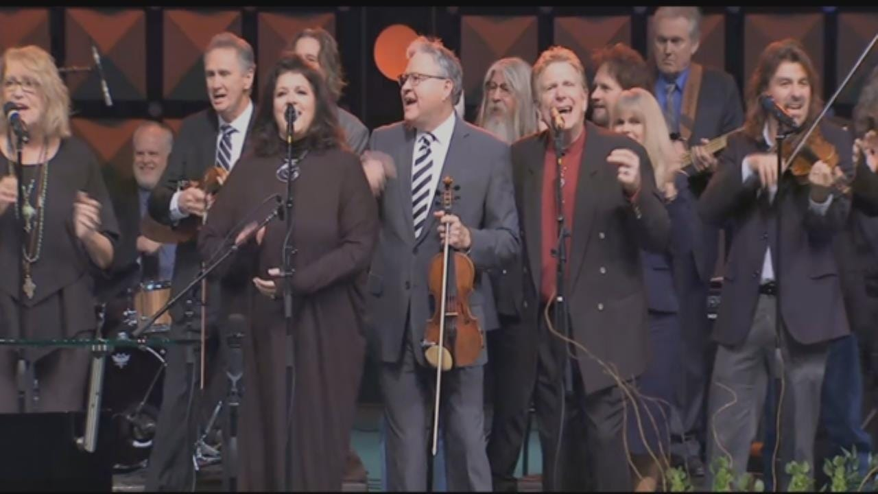 WEB EXTRA: Roy Clark Band Members Perform At Memorial Service