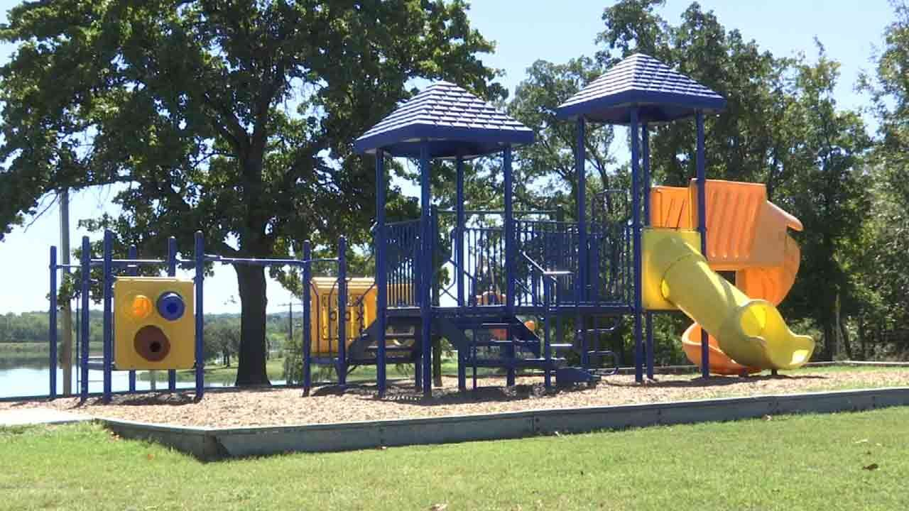 Police Look For Man Accused Touching Himself In Front Of Child At Claremore Lake