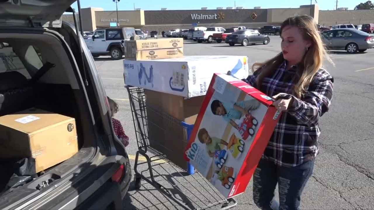 Secret Santa Pays Off Layaways At Poteau Walmart