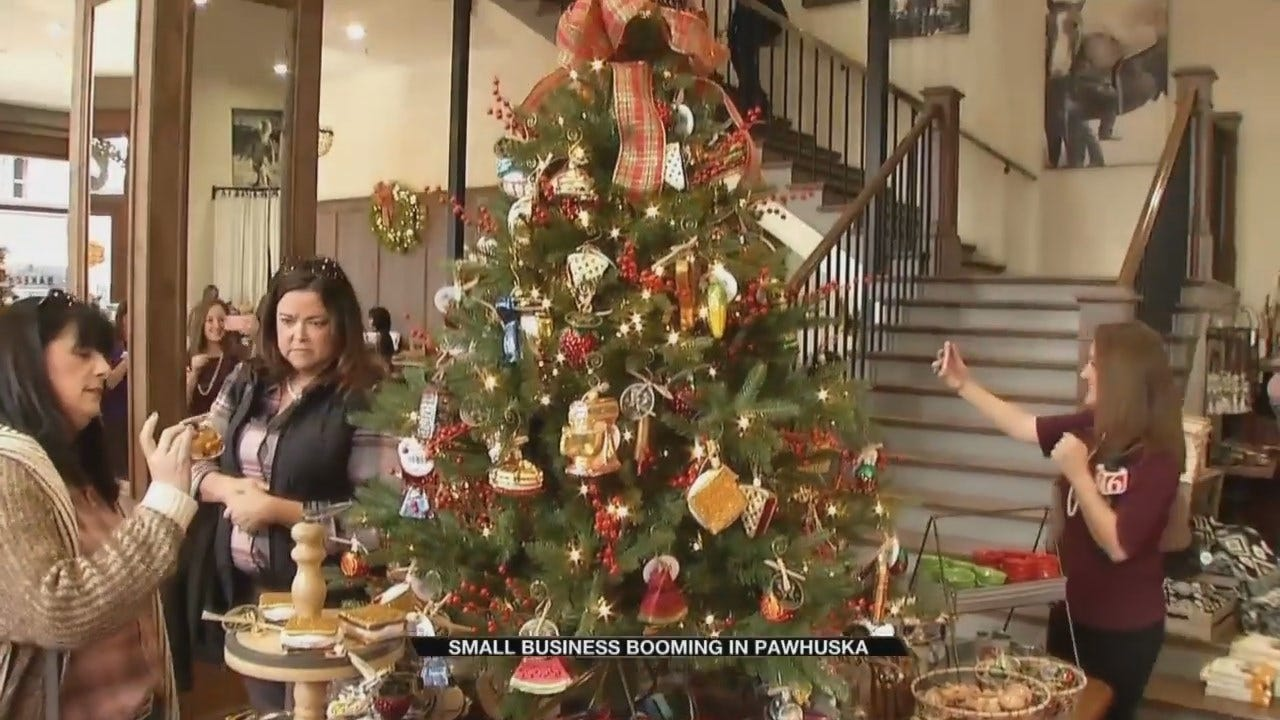 Shoppers Explore New Downtown Pawhuska Stores On Small Business Saturday