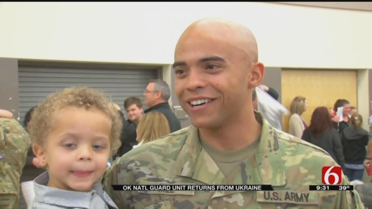 Soldier Surprises Kids Day Before Thanksgiving