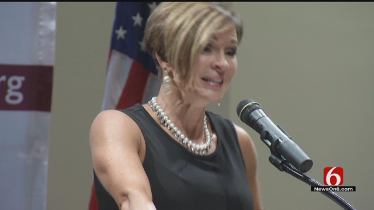 Scams, Cons Revealed In Lori Fullbright Seminar