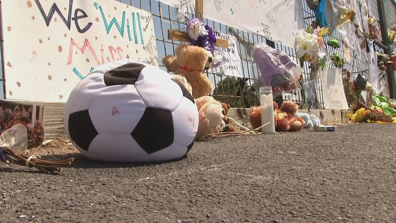 WEB EXTRA: Memorial Fence For Jenks Crash Victims