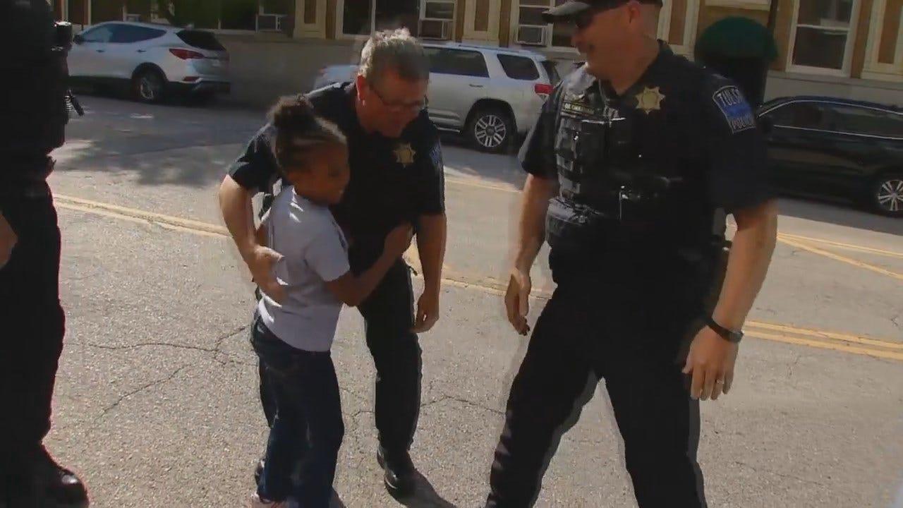 WEB EXTRA: Louisiana Girl On A Mission, Hugs Tulsa Police Officers