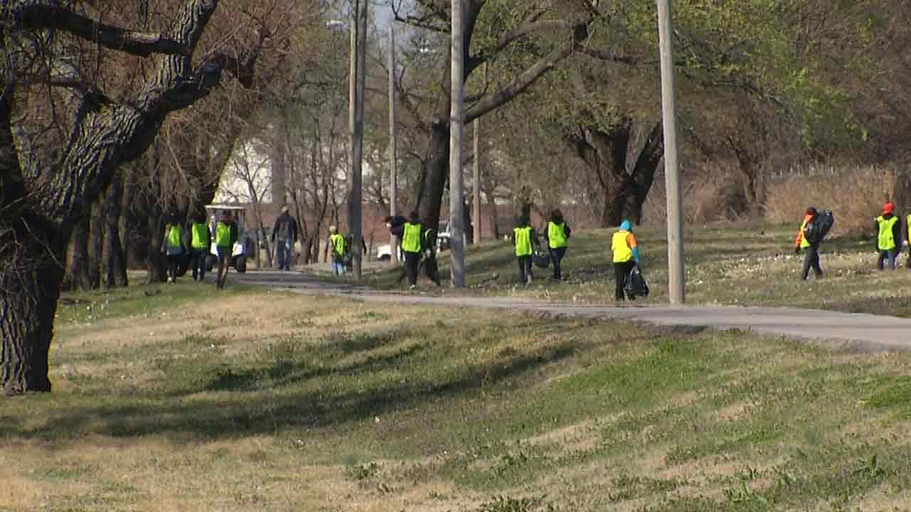 Sand Springs Students Spending Spring Break Cleaning City