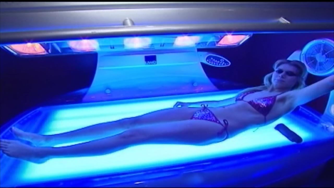 Senate Bill Would Make It Illegal For People Under 18 To Use Tanning Beds