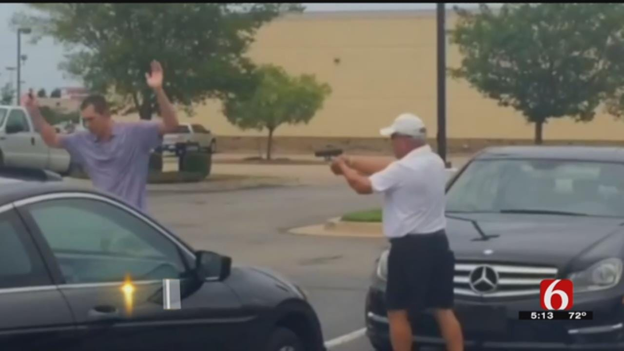 Video Captures Man Holding Suspected Golf Club Thief At Gunpoint