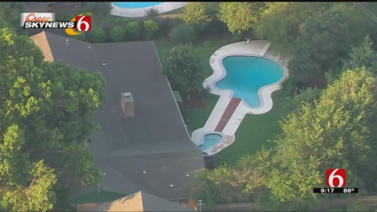 Osage SkyNews 6 HD Discovers Fender Stratocaster-Shaped Pool