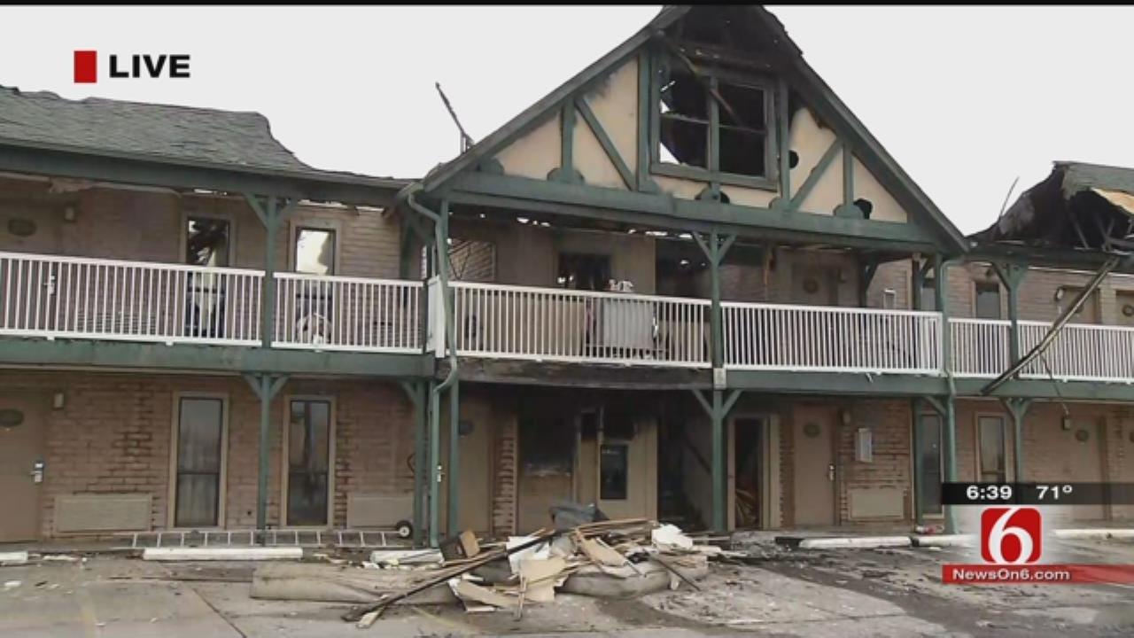 Tulsa Firefighters Battle 20-Unit Fire At Tulsa Inn