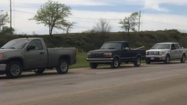 WEB EXTRA: Long Lines Outside Tulsa's Quarry Landfill On Saturday
