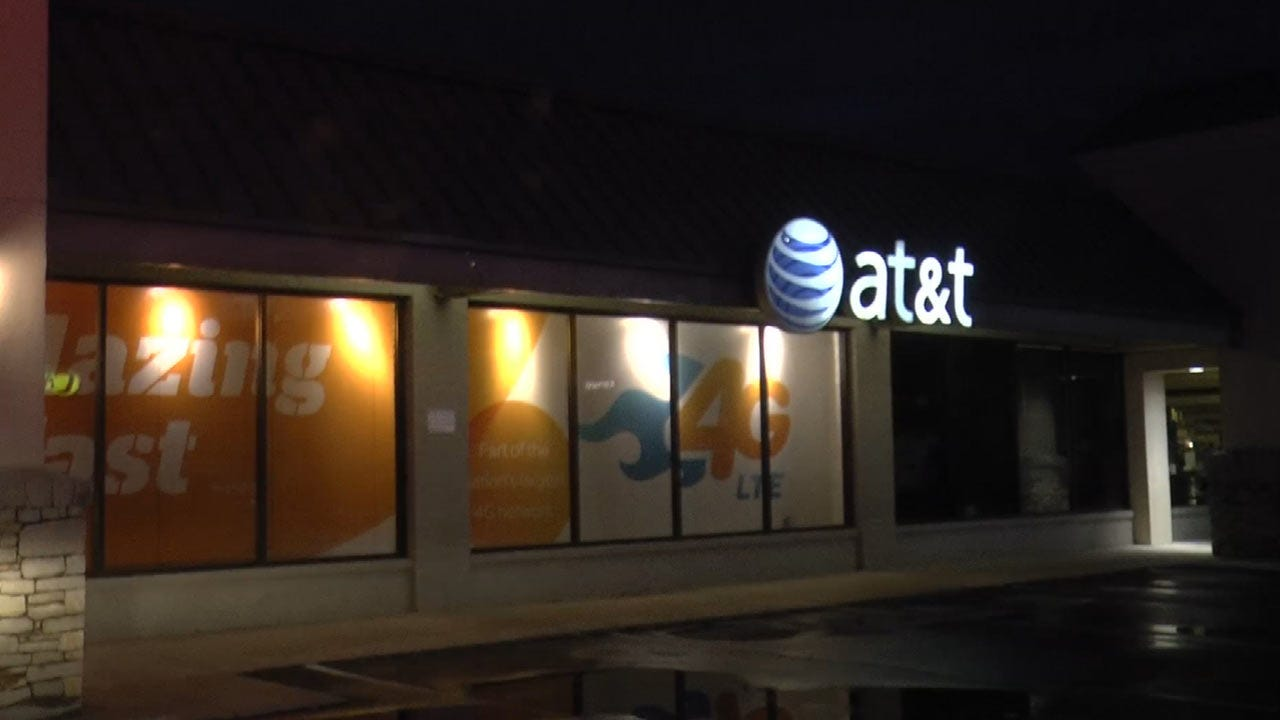 WEB EXTRA: Thieves Hit Tulsa AT&T Store