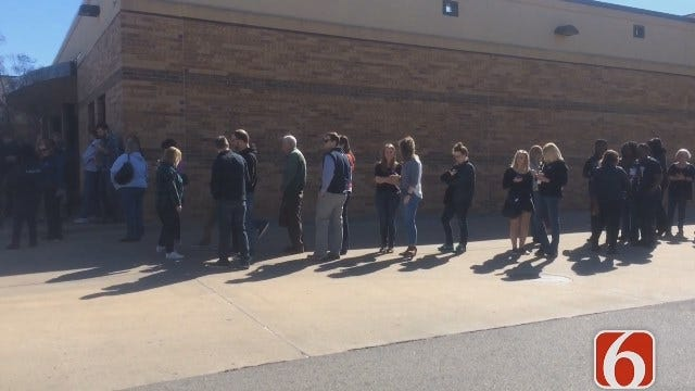 Katiera Winfrey Says Hundreds Waiting To Hear President Bill Clinton At Tulsa's Booker T High School