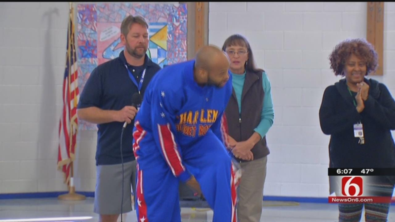 Harlem Globetrotter Speaks With Tulsa Students About Bullying
