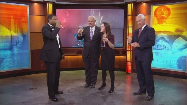 News On 6 Welcomes 2016 With Grape Juice And A Dance