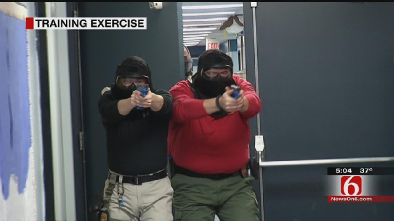 Mannford Officers Take Part In Active Shooter Training