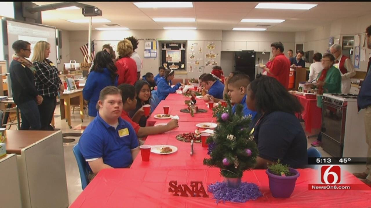 Memorial High School, Food Bank Team Up To Help Kids Learn, Give Back