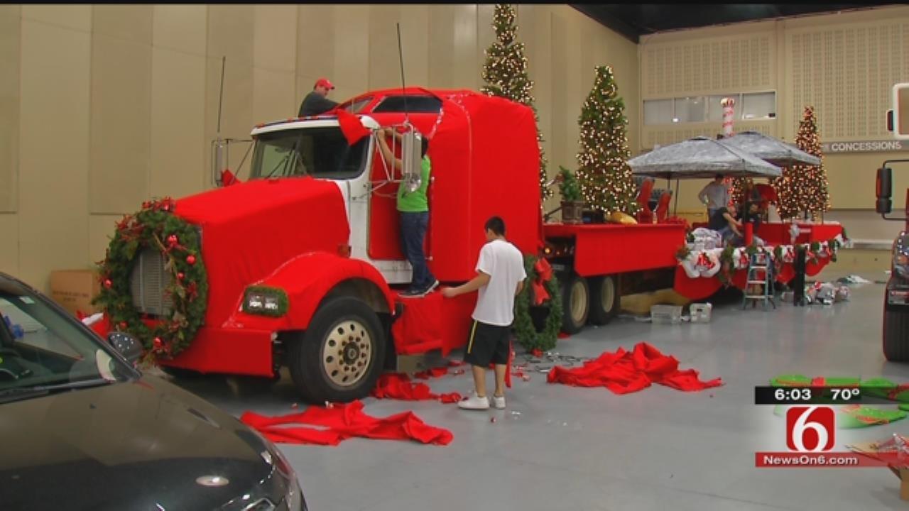 Threat Of Rain Won't Put Brakes On Tulsa Christmas Parade