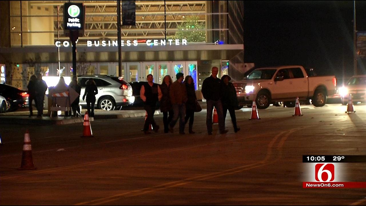 Downtown Tulsa Bars, Restaurants Benefit From 'Garth-Mania'