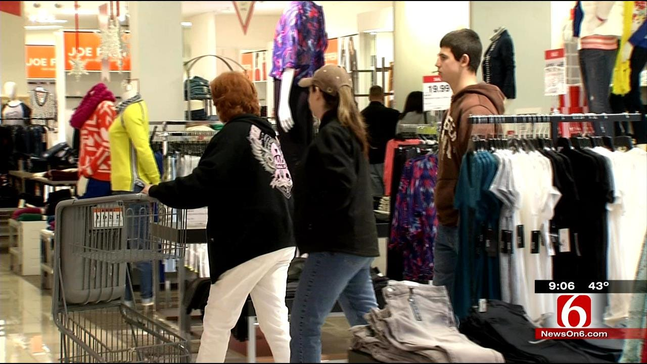 Last Minute Christmas Shopping Keeps Retailers Open Late
