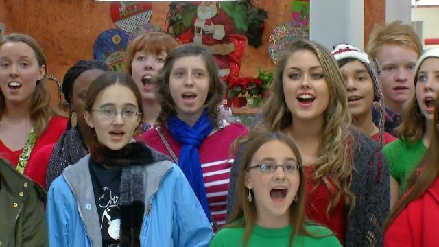 Oklahoma Students Spread Holiday Cheer With Choir Flash Mob